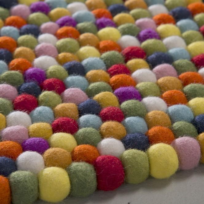 Arica-Filzkugelteppich-mehrfarbig-lup.jpg